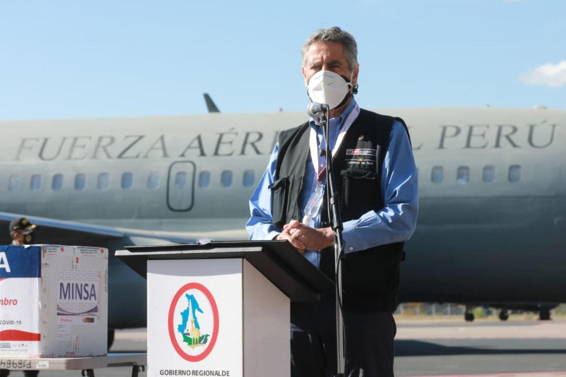 Presidente Sagasti entrega más de 44,000 vacunas en Ayacucho