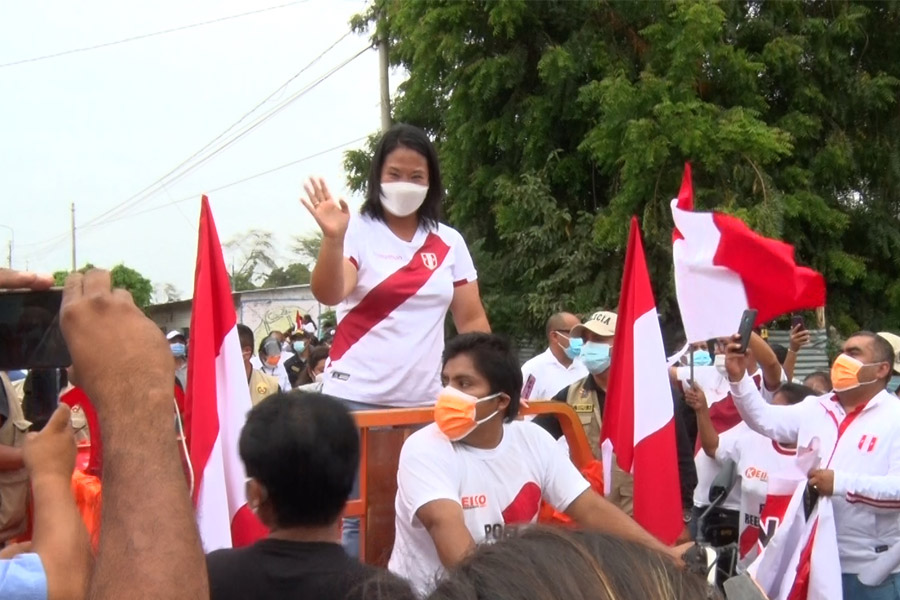 Keiko Fujimori visitó localidades del interior de Piura