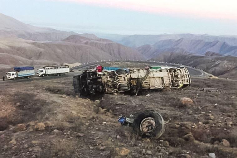 Accidente en Ica: más de 20 fallecidos por despiste de bus en carretera Nasca-Puquio