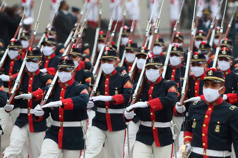 Paso marcial de las Unidades históricas de la PNP y FF.AA