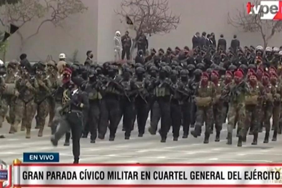 PNP desfila con gran contingente operativo en la Gran Parada Militar