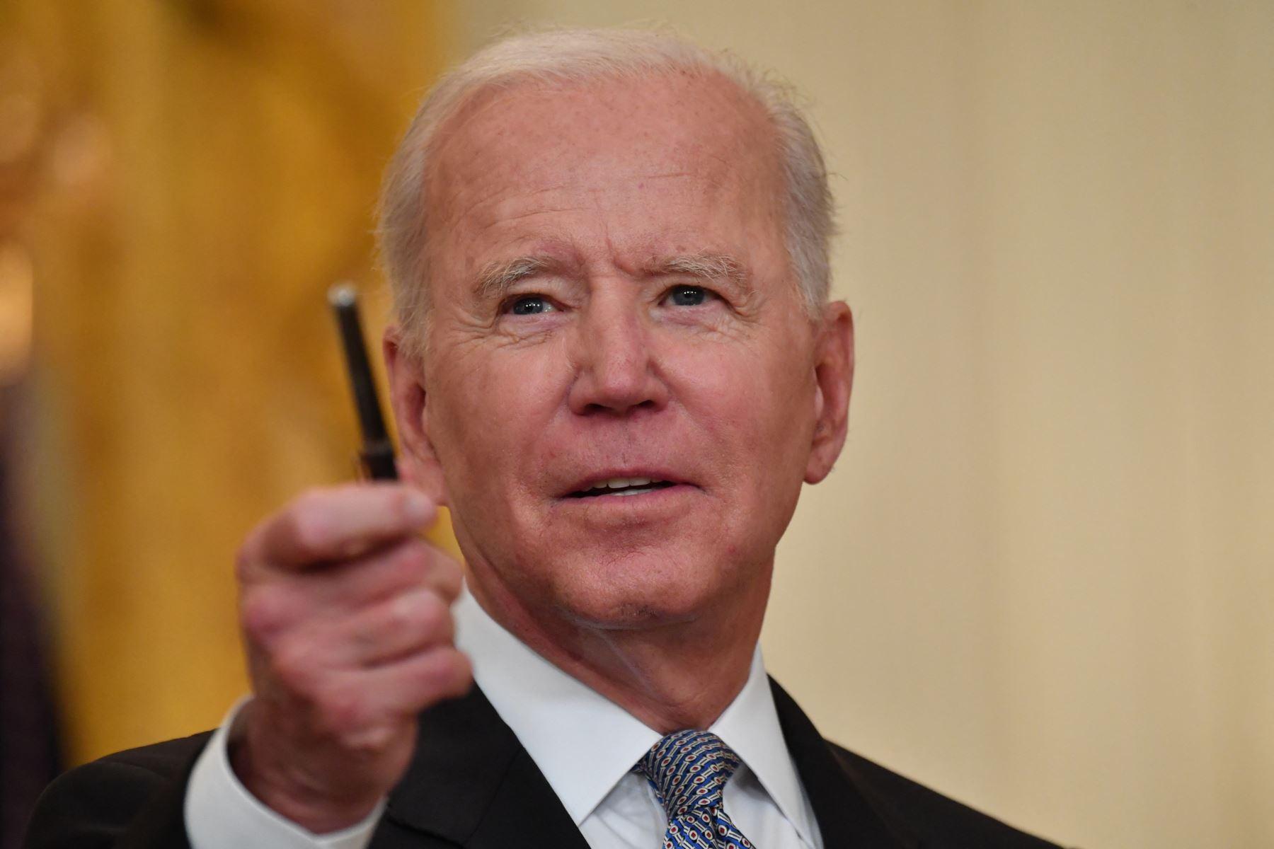 """Biden vuelve a sancionar a Cuba y promete más medidas salvo """"cambios drásticos"""""""