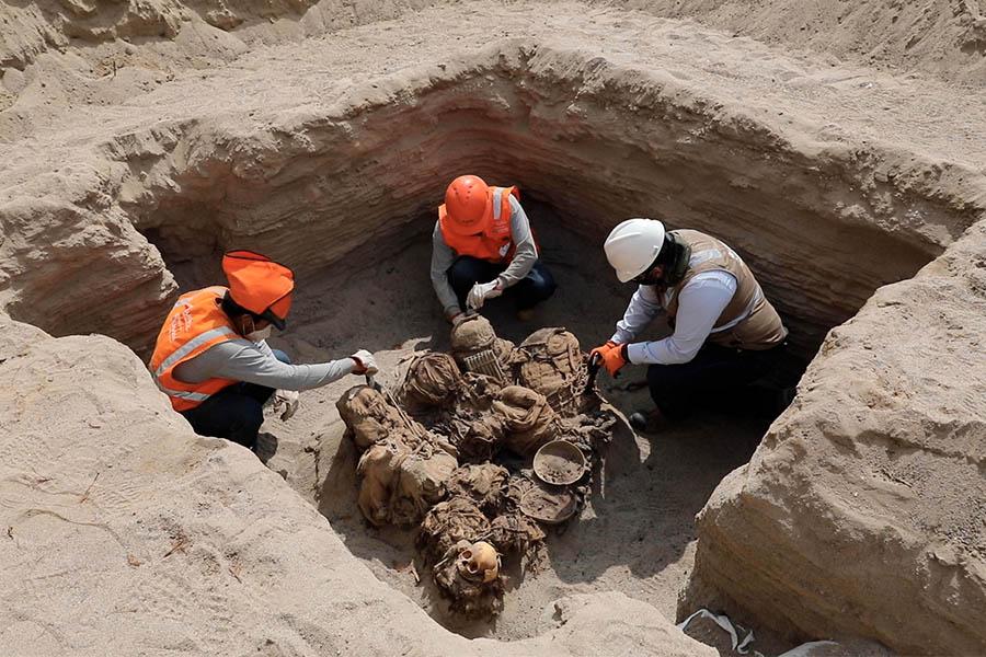 ¡Hallazgo en Chilca! Descubren restos funerarios de 700 años de antigüedad