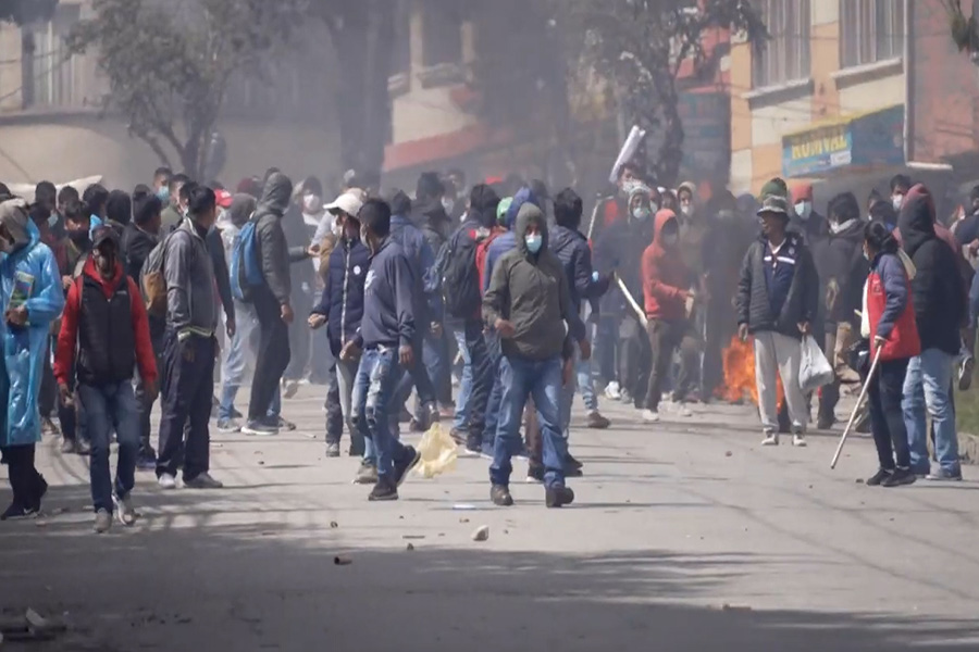Choques entre policías y cocaleros deja 6 heridos y 33 detenidos en Bolivia