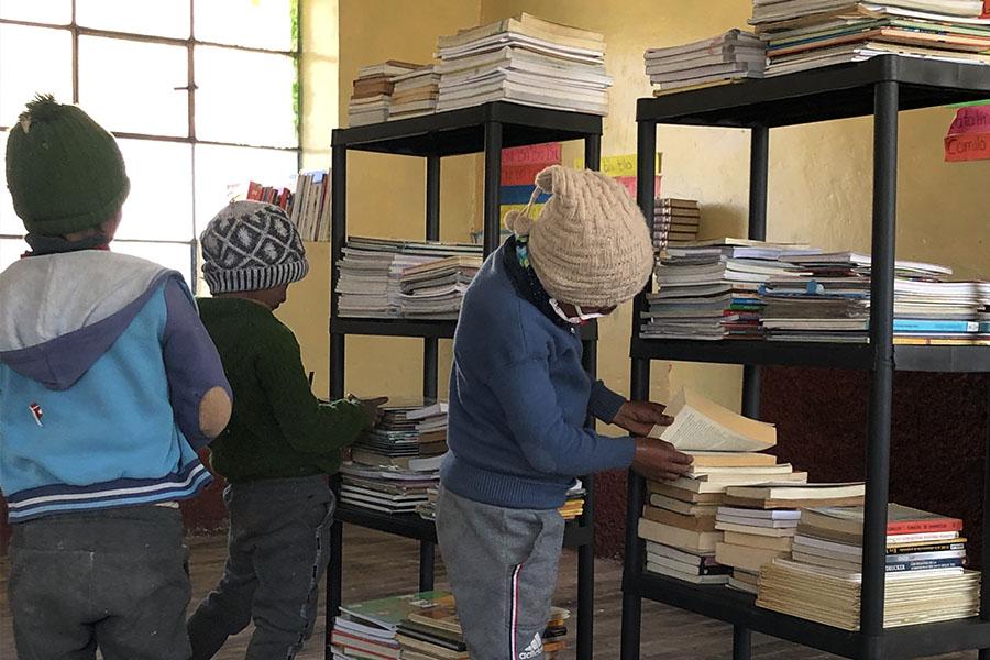 ¡Loable! Implementan bibliotecas escolares en lugares alejados del Perú