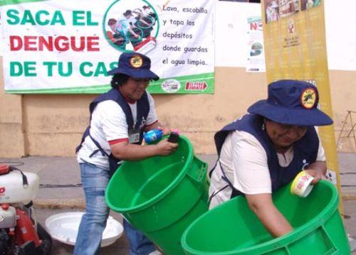 Limpieza de envases debe ser permanente y cambiar constantemente el agua.