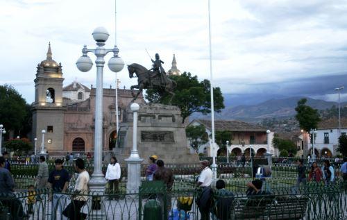 Ayacucho se engalana por lanzamiento de Agenda Bicentenario en su Plaza Mayor.