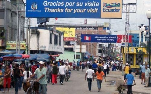 Migrantes venezolanos llegan al Perú, a través de Tumbes, en busca de trabajo.