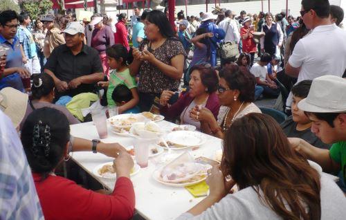 La Plaza de Armas lució colmada de turistas y pobladores que disfrutaron de la Fiesta de la Chicha.