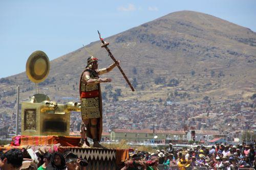 La ceremonia se inició en la isla apu Inti de Los Uros, en el lago Titicaca.
