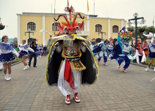 La Diablada es una de las danzas tradicionales de la Festividad de la Virgen de la Candelaria.