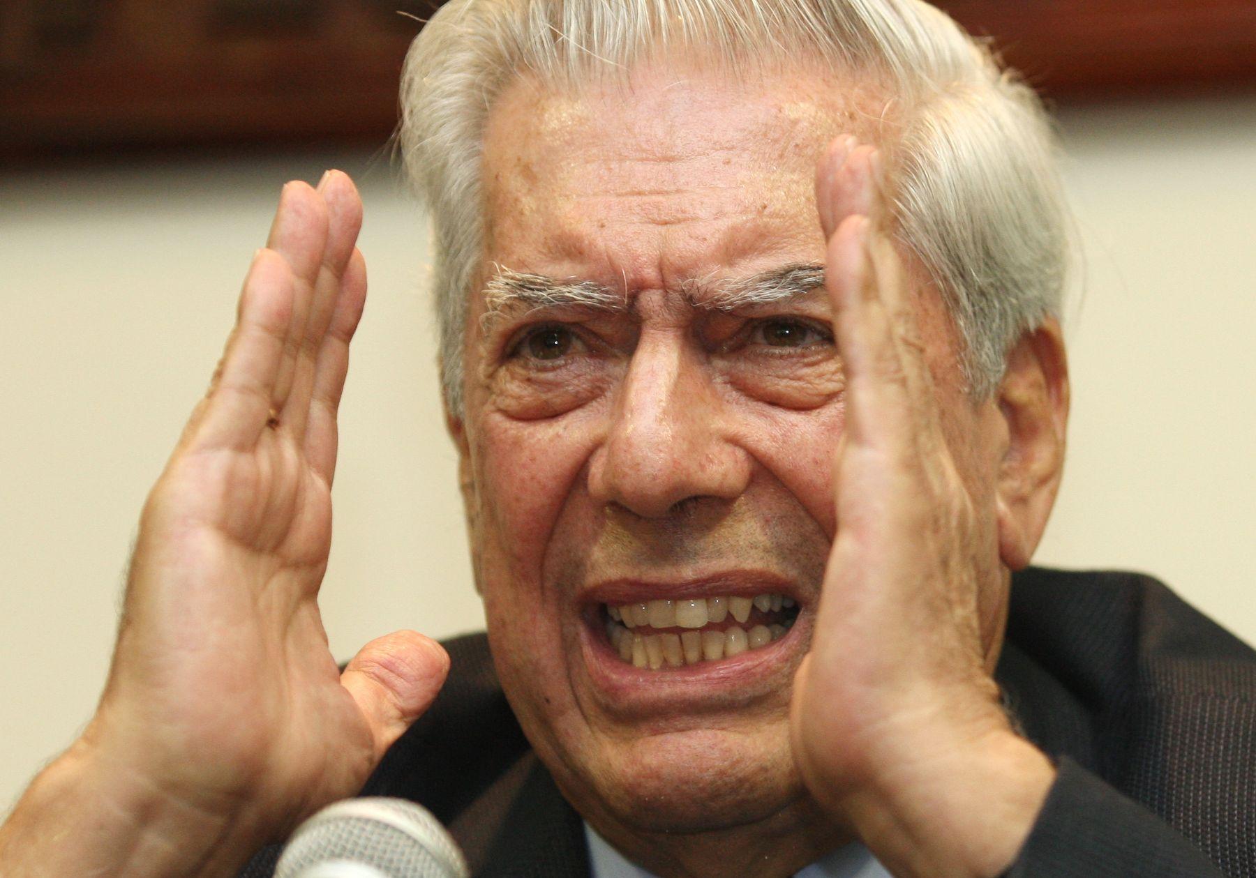 Escritor, Mario Vargas Llosa, en el Lanzamiento del concurso de ideas arquitectónicas para el lugar de la Memoria Foto: ANDINA/Norman Córdova