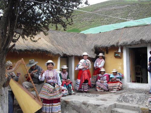 El arte del bordado del Colca se lucen en los trajes de los danzantes del Wititi.