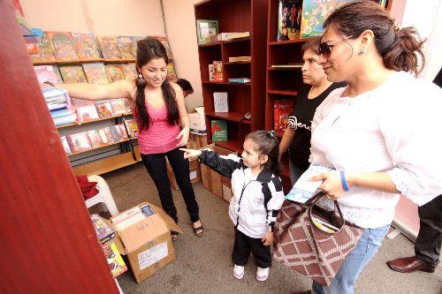 La oferta de libros en la Feria de Trujillo es variada y para todo público.